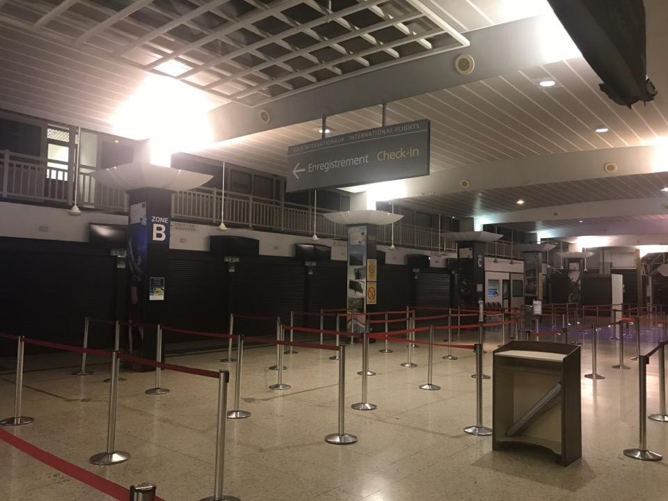 ファアア空港チェックインカウンター