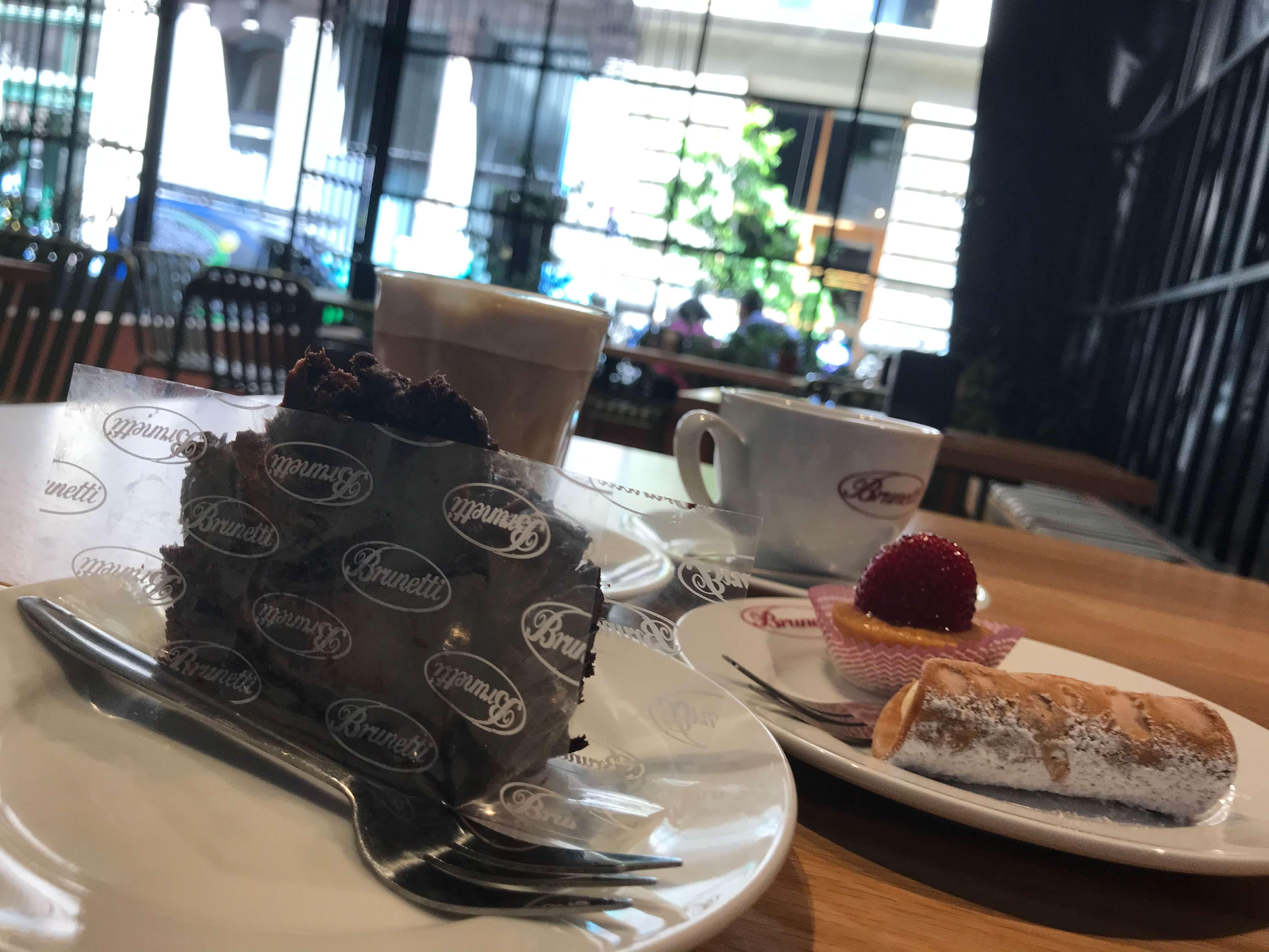 メルボルンのカフェのケーキ