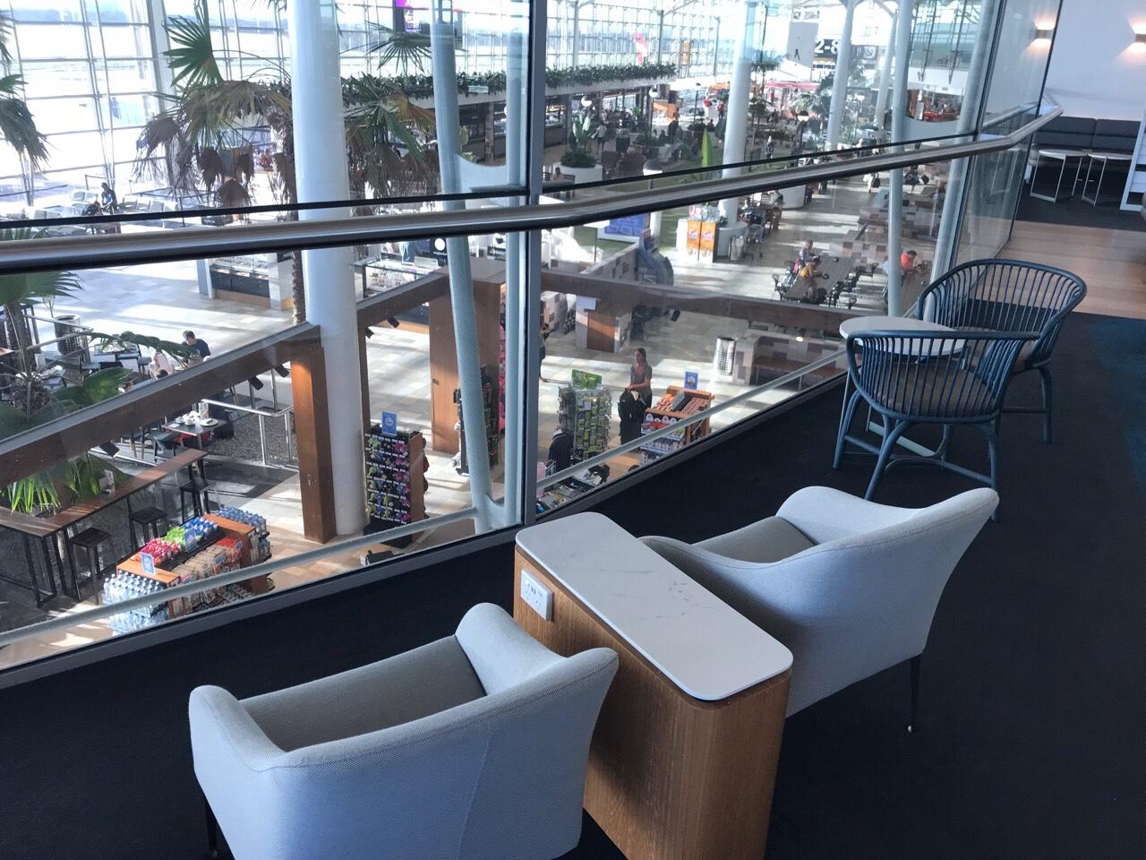ブリスベン空港のカンタスラウンジのソファ