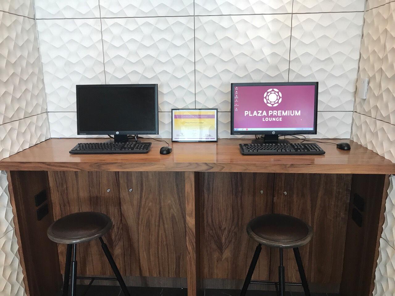 ブリスベン空港ラウンジのパソコン