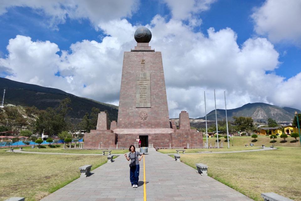 赤道記念碑
