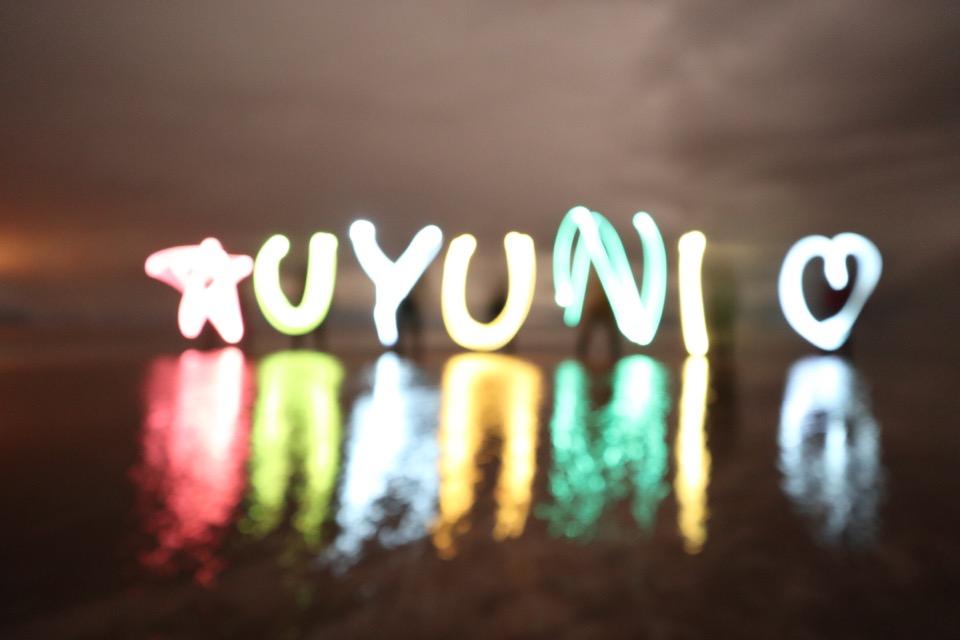 ウユニ塩湖でライト文字