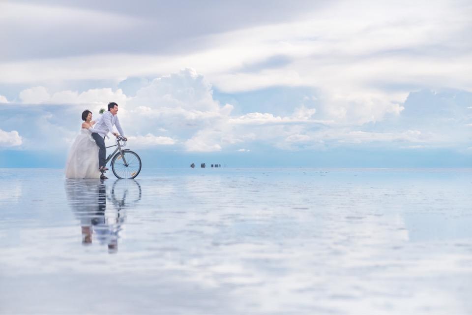 ウユニ塩湖のウエディングフォト