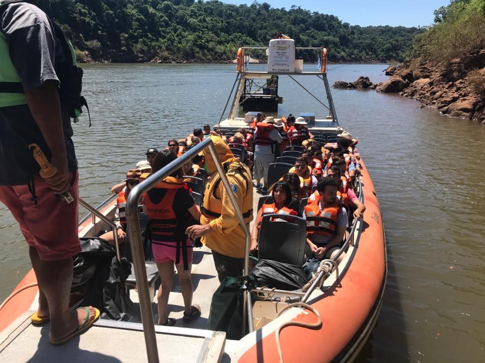 滝へのボート
