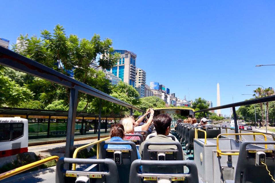 ブエノスアイレスの観光バス