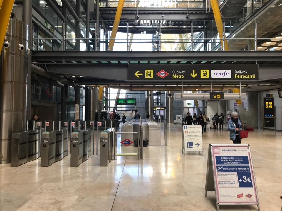 マドリード空港の改札