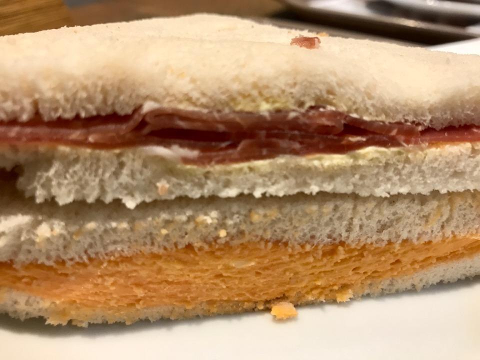 カフェのサンドイッチ