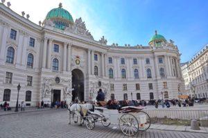 王宮に入る馬車