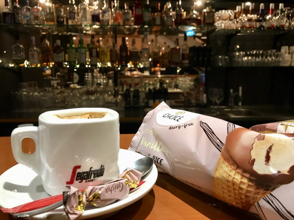 ロビーのカフェ