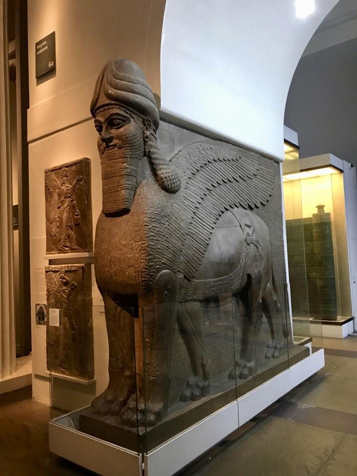 アッシリアの守護獣神像