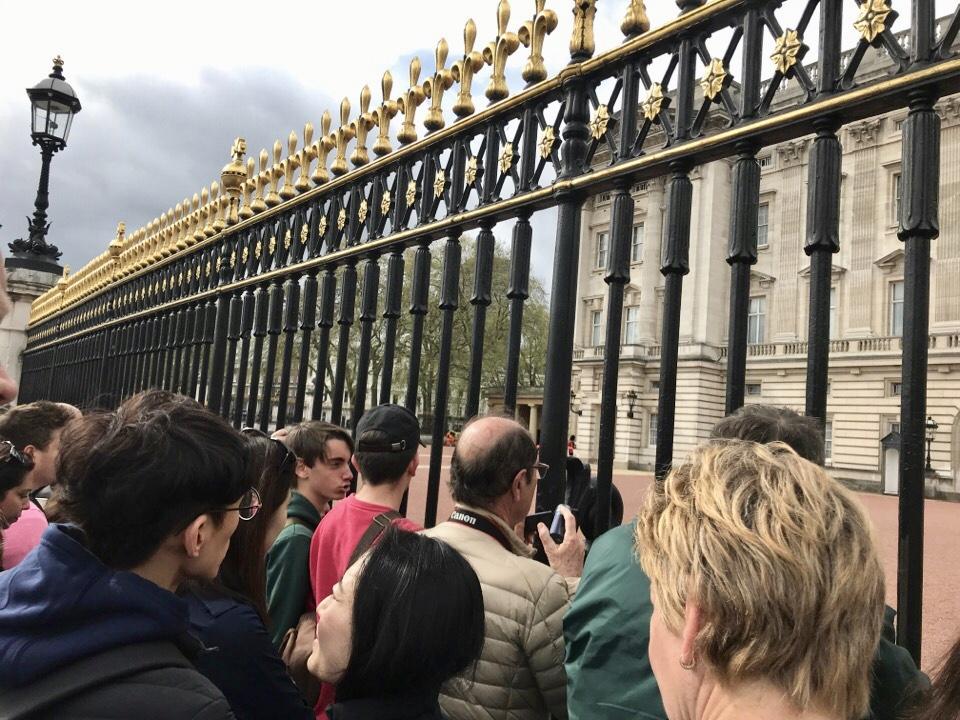 バッキンガム宮殿交代式の人混み