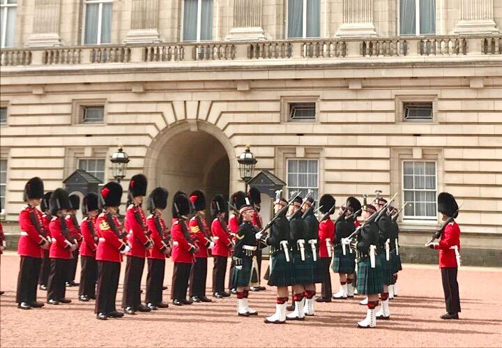 【世界一周】バッキンガム宮殿の交代式で大興奮!!